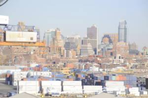 Із зовнішньої палуби по лівому борту відкривається вид на Бруклін