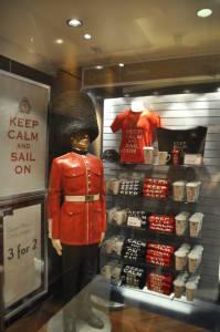 Сувенірний магазин і традиційний британський спокій.