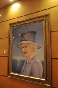 """Не можна, зрозуміло, обійтися без царюючої королеви, яка, власне, є онукою принцеси Марії, що дала ім'я першій """"Queen Mary"""""""