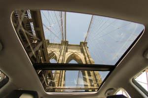 Один из пилонов Бруклинского моста