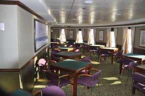 Суконні столи в секції (здається) тільки для дорослих, де можна відпочити від дітей