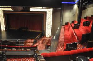 Великий концертний зал, за сумісництвом театр